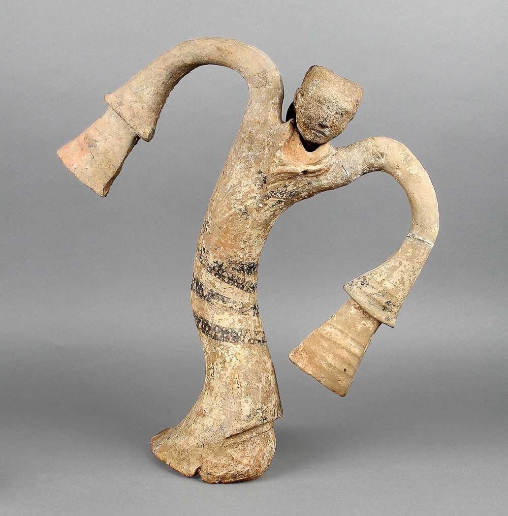 Dancer figurine, Western Han period (206 BCE–9 CE), 2nd century BCE. unearthed from the Tomb of the King of Chu, Tuolan Mountain, Xuzhou, Jiangsu. Earthenware. Xuzhou Museum, EX2017.1.77. Photograph © Xuzhou Museum.