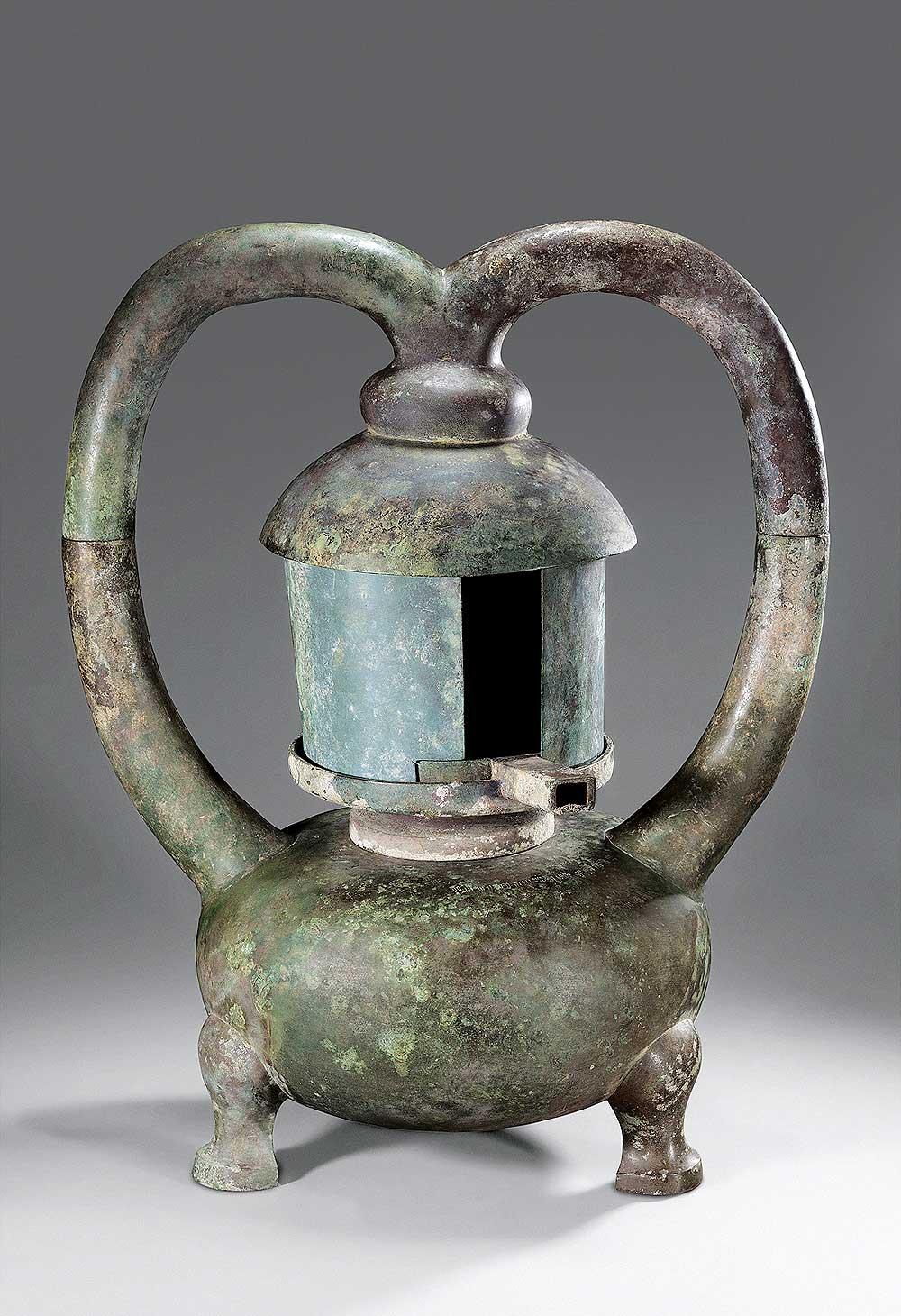 Lamp, Western Han period (206 BCE–9 CE), 2nd century BCE. Unearthed from Tomb 1, Dayun Mountain, Xuyi, Jiangsu. Bronze. Nanjing Museum. Photograph © Nanjing Museum.