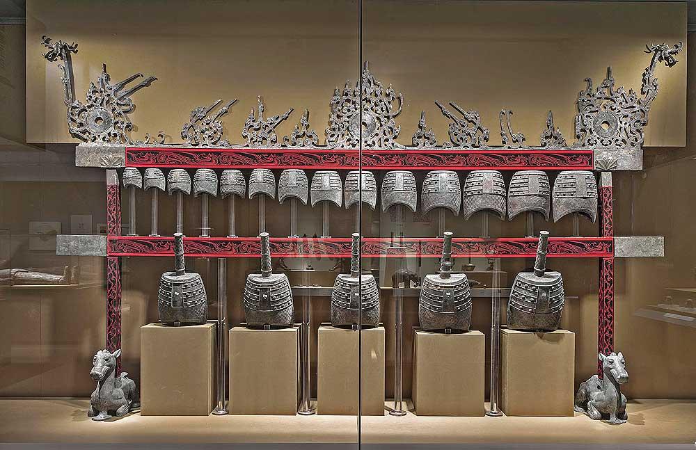 Bell set, Western Han period (206 BCE–9 CE), 2nd century BCE. Unearthed from Tomb 1, Dayun Mountain, Xuyi, Jiangsu. Bells: bronze; stands: lacquer and silver. Nanjing Museum. Photograph © Nanjing Museum.