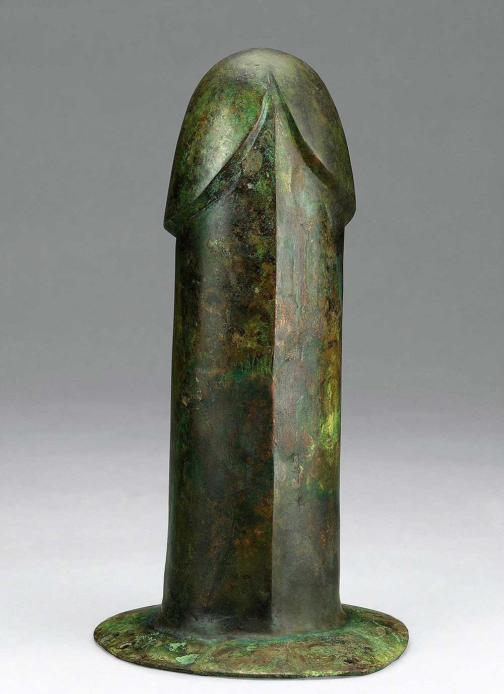 Phallus, Western Han period (206 BCE–9 CE), 2nd century BCE. Unearthed from Tomb 1, Dayun Mountain, Xuyi, Jiangsu. Bronze. Nanjing Museum. Photograph © Nanjing Museum.